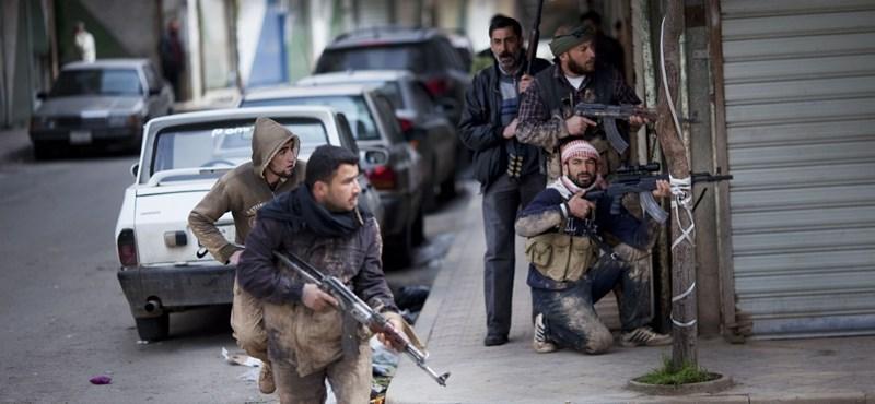 Amnesztiát kaphatnak a felkelők Szíriában, ha leteszik a fegyvereiket