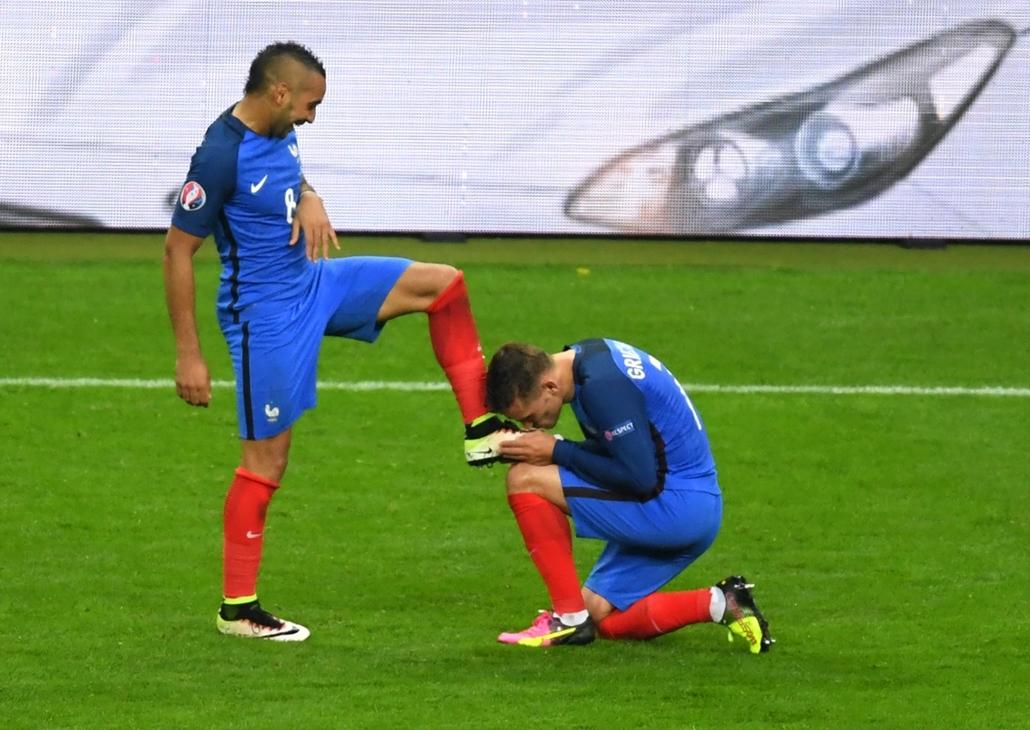 afp.16.07.03. - Párizs, Franciaország: Franciaország-Izland-Franciaország - francia-izlandi-francia mérkőzés - 48.meccs, euro 2016 - Dimitri Payet, Antoine Griezmann