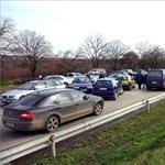 Fotók: Tiltakozó autósok zárták le az ungvári határátkelőhelyet