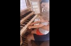Vidám videót osztott meg Zentéről édesanyja