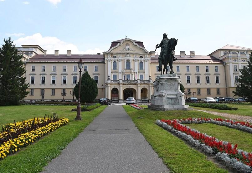 Indul a szavazás: melyik az ország legkülönlegesebb egyetemi épülete?