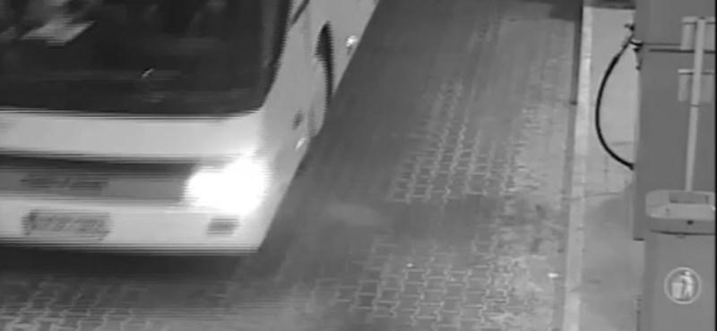 Veronai tragédia: bujkál a buszsofőr a gyászoló szülők elől