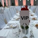 VIP-listákon írták meg a magyar botránykrónikát