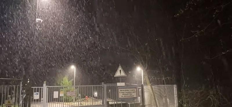 Videó: a Kékestetőn szakadt a hó