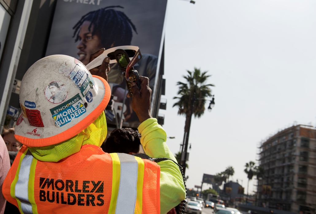 afp.17.08.21. - Napfogyatkozás az egyesült államokban - Hollywood California