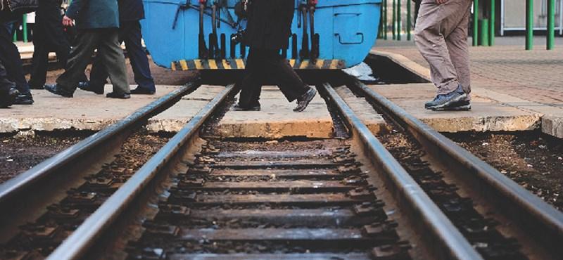 Egy vágányra terelt két vonatot - vádemeléssel zárult a nyomozás