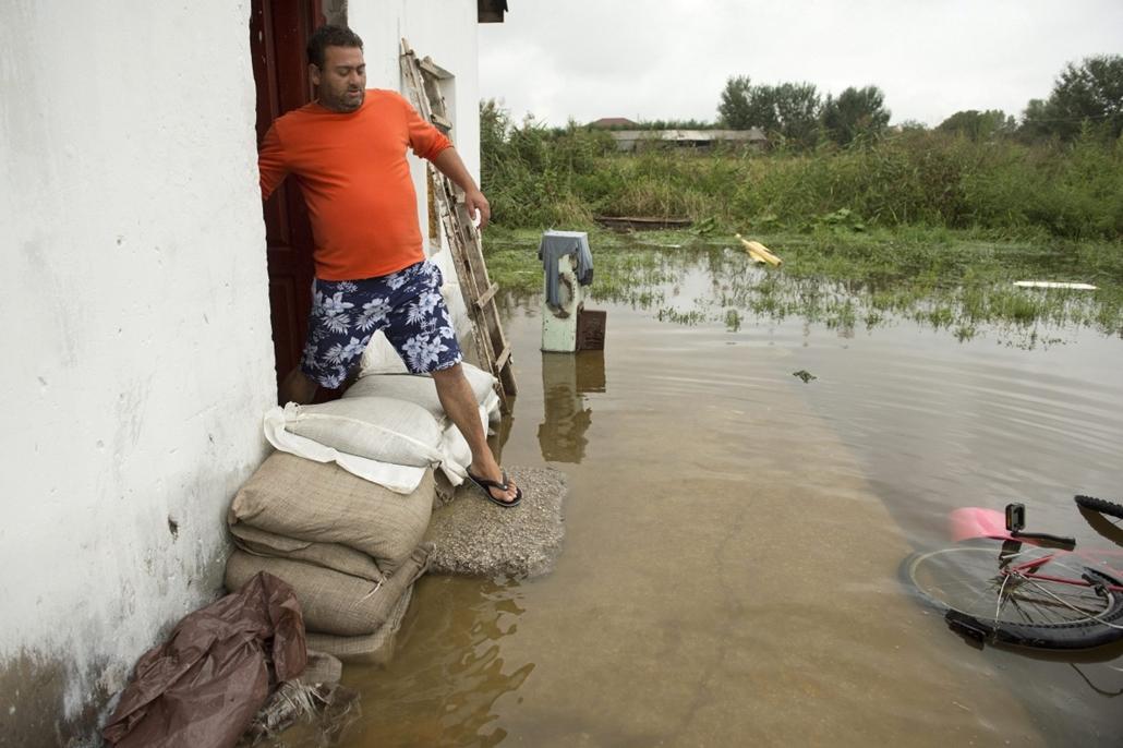 mti.14.09.15. - Siófok: házak váltak lakhatatlanná - árvíz, áradás, eső, esőzés