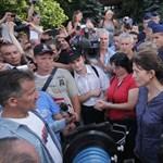Devizahitelesek: kiment a tüntetőkhöz Lévai Anikó – fotó