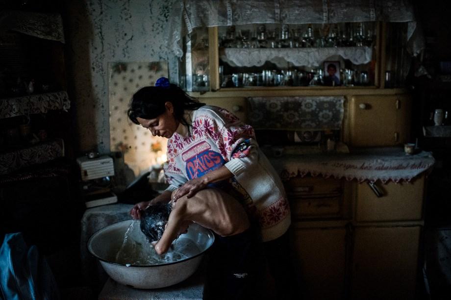 Az apa, a fiú és a gyertyafény - Nagyítás-fotógaléria