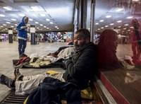 Nem segít, de megaláz: hárman fagytak meg az utcán a hajléktalanüldőzés kezdete óta