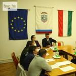 Kis magyar szürreál: néhány menekült miatt lemondott a polgármester – videó