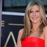 Kukkantson be Jennifer Aniston kertjébe – fotó