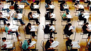 A gimnáziumok és szakgimnáziumok több mint fele kér központi írásbelit a felvételihez