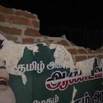 Szétkapta a falat az indiai utasszállító