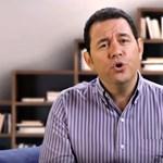 Beiktatták elnöknek az exhumorista Jimmy Moralest