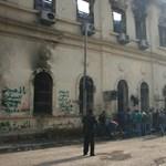 """Két nap a tűzvonalban, a """"Hitler sütőibe valókkal"""" – tudósításunk a véres Kairóból"""