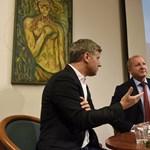 Dübörög a Fidesz országjárása: Simicskó 200 nyugdíjas előtt leplezte le a Soros-hálózatot
