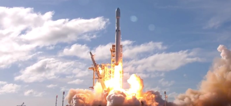 Nemsokára egy ismeretlen űrturistának mutatja meg a Holdat közvetlen közelről a SpaceX
