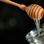 Ahol tényleg mézzel kenegetik az embereket