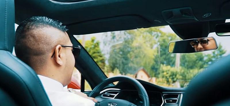 Nem fogja kitalálni, milyen menő autóba pattant most be Kis Grófo – nem A8-asba