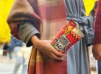 Itt az emberiség újabb nagy találmánya: az egykezes chips