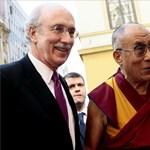 Képek: a dalai láma a CEU-n
