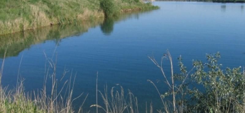 Kempingező apa és lánya aludt a nyékládházi tóba gurult autóban