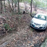 Szurdokba szorult egy sofőr az autójával a Soproni-hegységben
