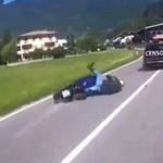 Autós kontra motoros ámokfutást vettek fel Olaszországban