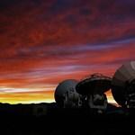 Rejtett bolygókra utaló jelet vett észre a sivatagi teleszkóp