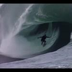 Túlélni az óriás hullámokat (videó)