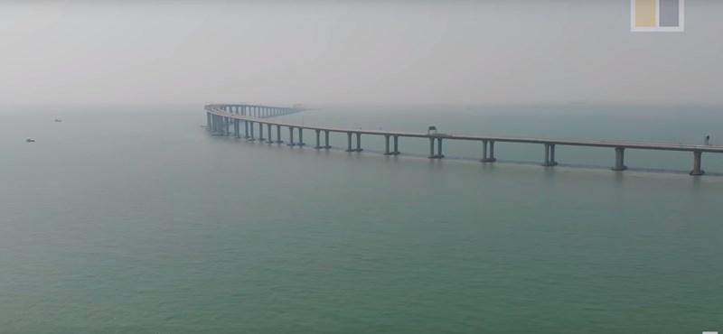 Átadták a világ leghosszabb tengeri hídját Kínában – videó