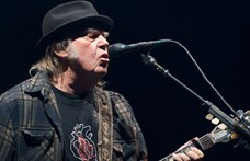 Neil Young tényleg beperelte Donald Trumpot