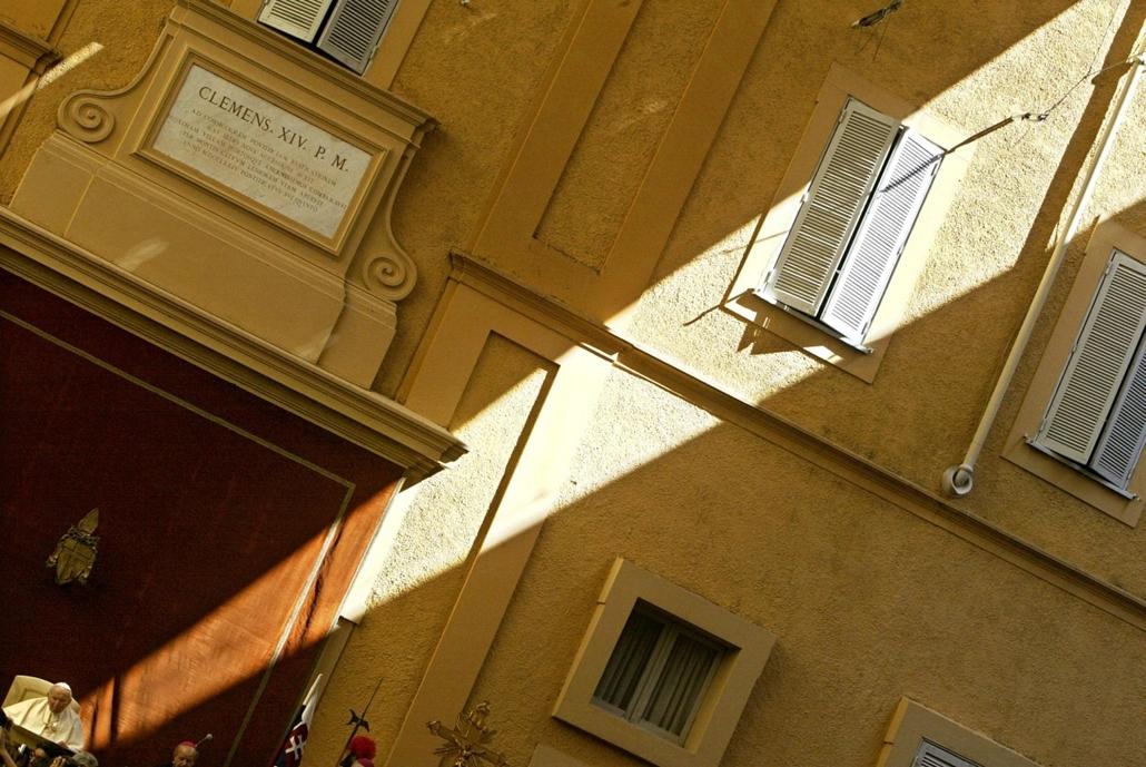 afp.03.07.19. - Castelgandofo, Olaszország: hívek és zarándokok előtt - II. János Pál pápa