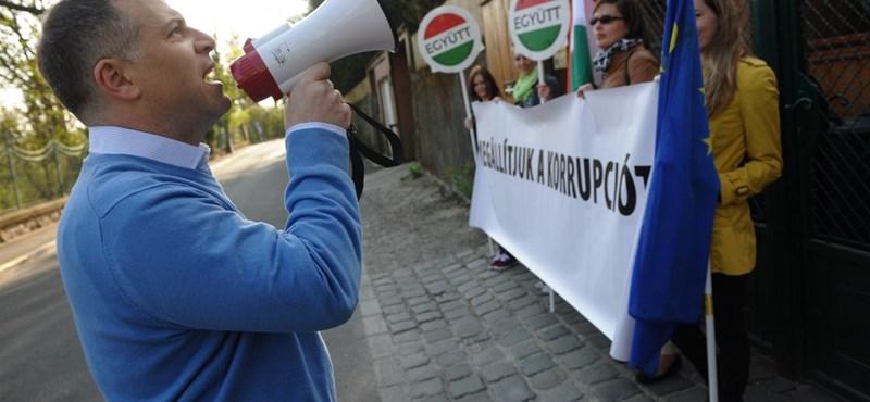Igenis lehet tüntetni, akár Orbán Viktor háza előtt is