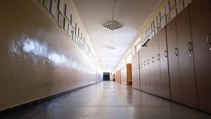 Újabb országokban zárhatnak be az iskolák és az óvodák