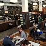 Borozóvá alakul esténként a Starbucks kávézó