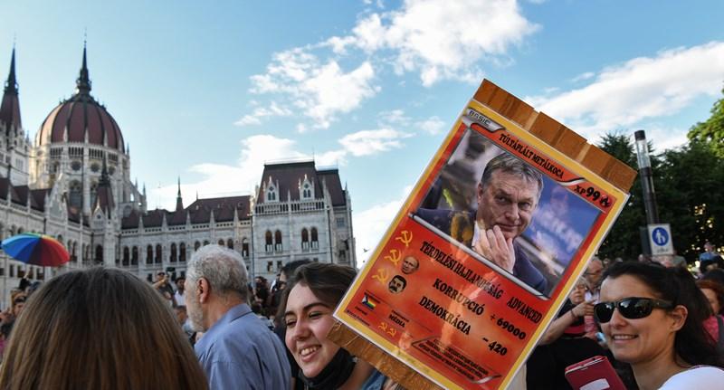 Franciaország tárgyalást kezdeményez az Európai Unióban a magyar homofóbtörvény miatt