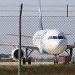 Egy műszaki hibás gép ragadt a kifutón, lezárták a belgrádi repteret