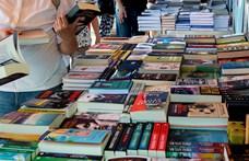 """""""Magyar író nem vásárol könyvet, mert nincs rá pénze"""" – Meg lehet-e élni a regényírásból?"""