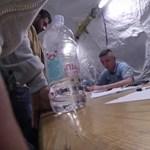 """""""Ez embertelen"""": álruhás újságíró jutott be egy horvátországi menekülttáborba"""