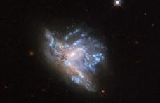 Lélegzetelállító fotót készített a NASA arról, hogy összeütközik két galaxis