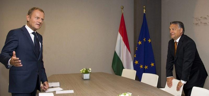 Orbán nem harcol Brüsszellel, cserbenhagyja Varsót