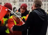 Kertészkedéssel dolgozza le a Kossuth téri áttörésért kapott büntetését az MSZP-alelnök
