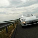 Kelendőek a luxusautók - Eladási rekord a Porschenél