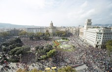 Hatalmas tömeg vonul a barcelonai tüntetésen