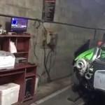 Videó: olyan erővel szív a turbó, hogy magába szippant egy méterre lévő rongyot