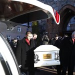 Több ezren mentek el a lengyel kamionsofőr temetésére