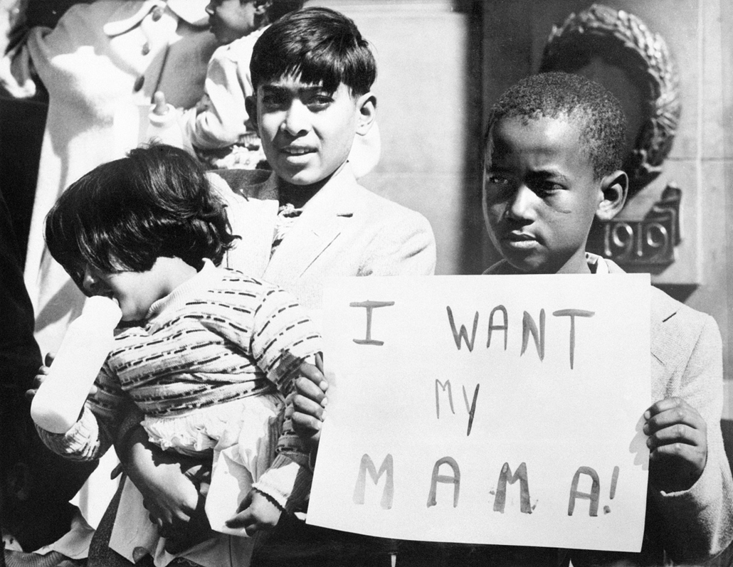 afp.1960. - Fekete fiú követeli édesanyja szabadon bocsátását - Apartheid nagyítás