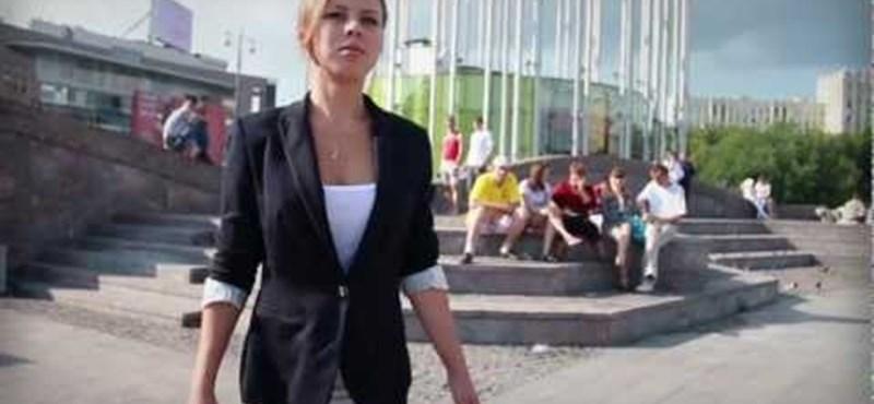 Szakad a trikó Putyin szexi kampányában - videó
